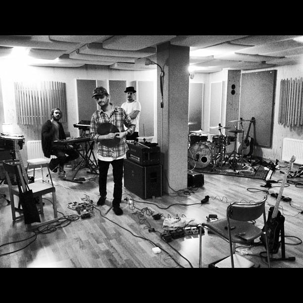Immanu El in studio Hufvudstaden